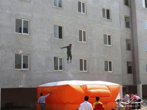 مانور اطفاء حریق و امداد و نجات در ساختمانهای بلندمرتبه گرگان برگزار شد