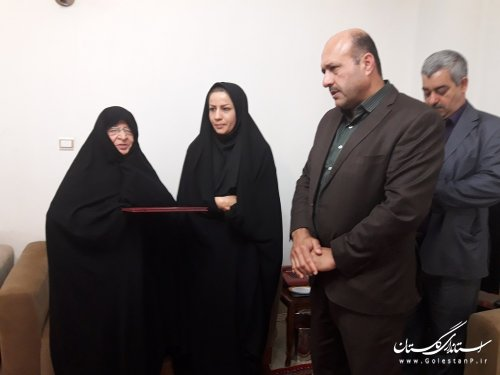 خانواده شهدا مایه برکت کشور هستند/ ابلاغ سلام استاندار گلستان/گزارش تصویری